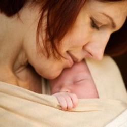 """Hàng loạt bé sơ sinh được hưởng """"cái ôm đầu tiên của mẹ"""""""